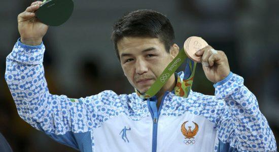 Өзбекстандық қазақ Елмұрат Тасмұратовтың Рио олимпиадасының қола медалін алып тұрған сәті. Бразилия, Рио-де Жанейро, 14 тамыз 2016 жыл.
